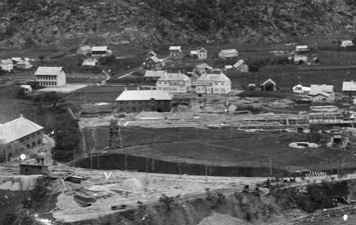 Sentralbadet, portbyggene, gamleskolen i 1908